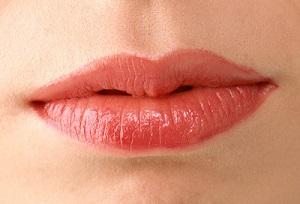 <b>长沙艺星厚唇改薄术有哪些特点</b>
